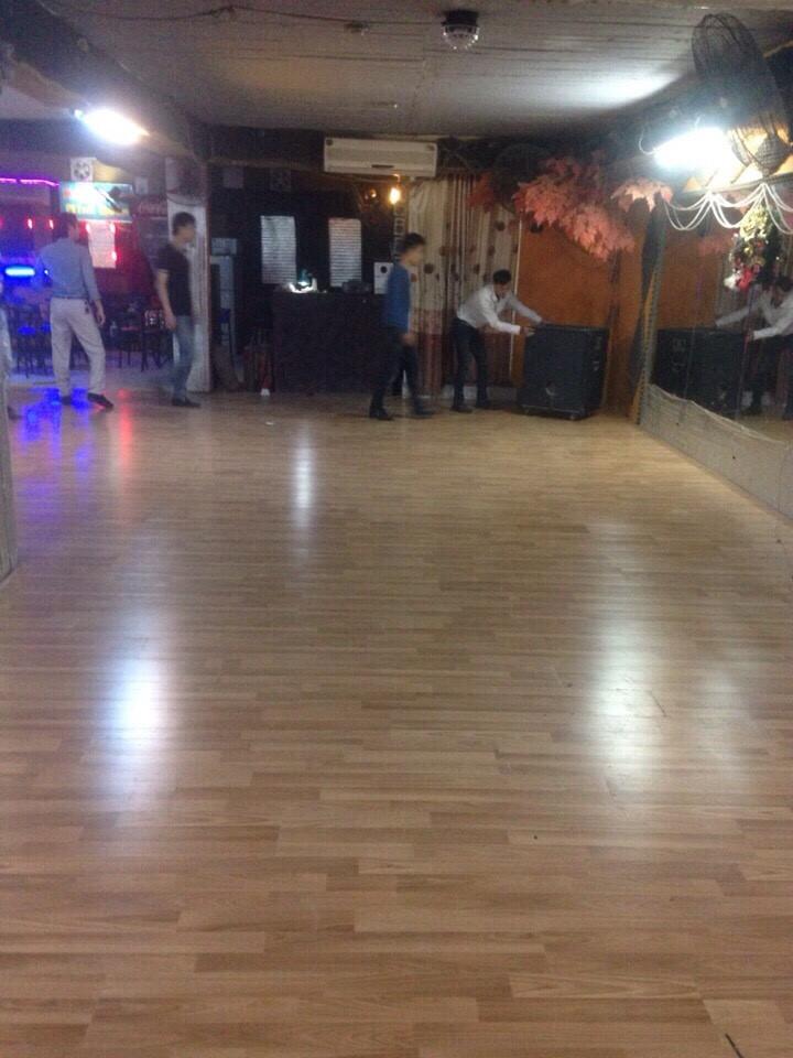 Thi công sàn gỗ Florton FL606 cho CLB thể dục