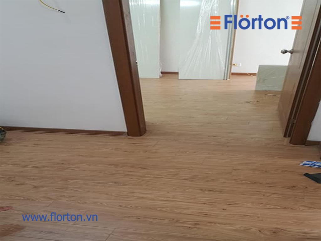 Sàn gỗ Florton FL661 tông màu vàng tự nhiên mang đến cảm giác thân thiện...