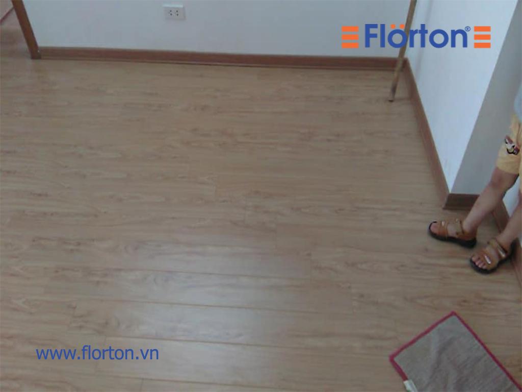 ...và ấm áp cho không gian phòng ngủ, phòng khách hay bất cứ không gian nào lắp đặt sàn gỗ Florton FL661.