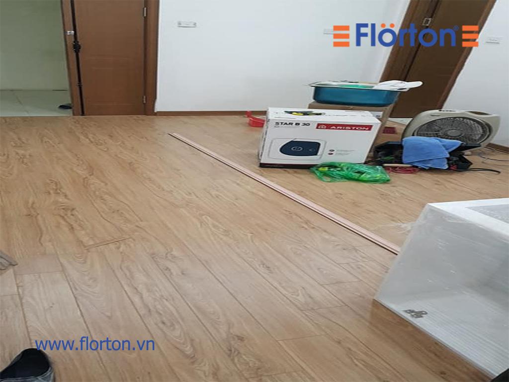 Màu vàng gỗ tự nhiên của sàn gỗ Florton FL661 sẽ mang lại sự rộng rãi thoáng mát cho ngôi nhà.