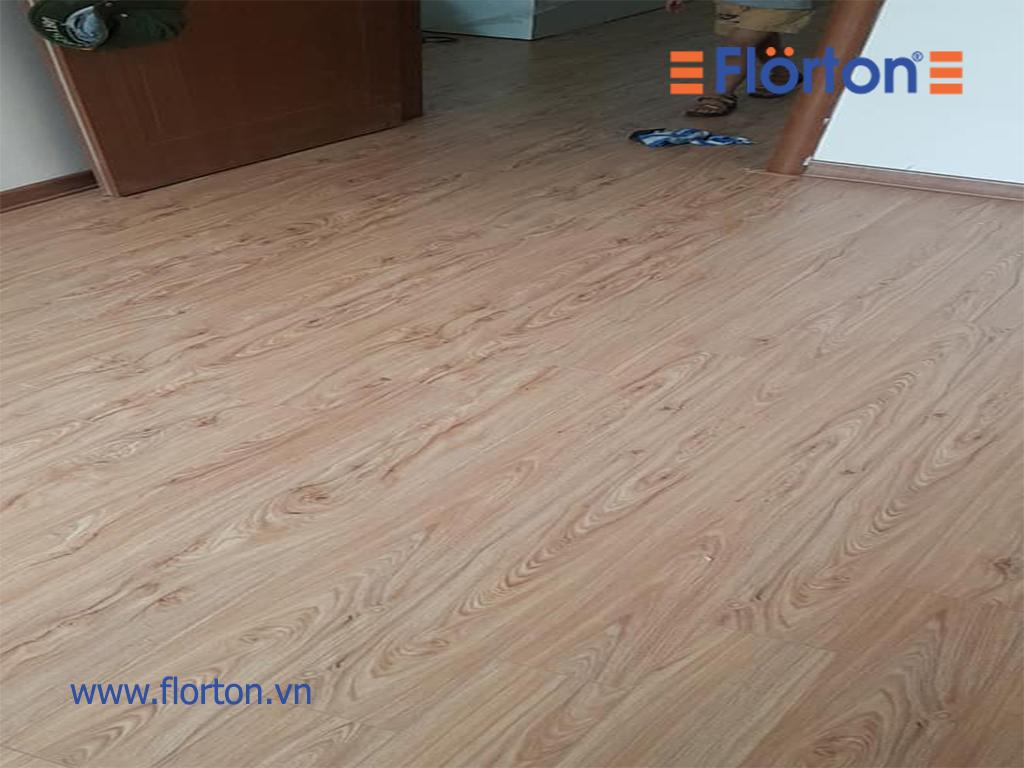 Cận cảnh vân gỗ tự nhiên sắc nét của sàn gỗ Florton Việt Nam.
