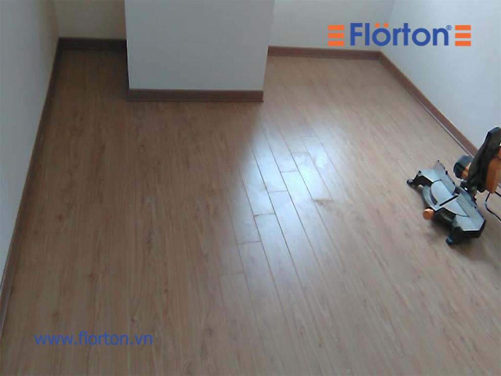 Sàn gỗ Florton thuộc sàn gỗ công nghiệp giá rẻ nhưng chất lượng không thua kém gì những sàn gỗ nhập khẩu khác bởi tính năng vượt trội.