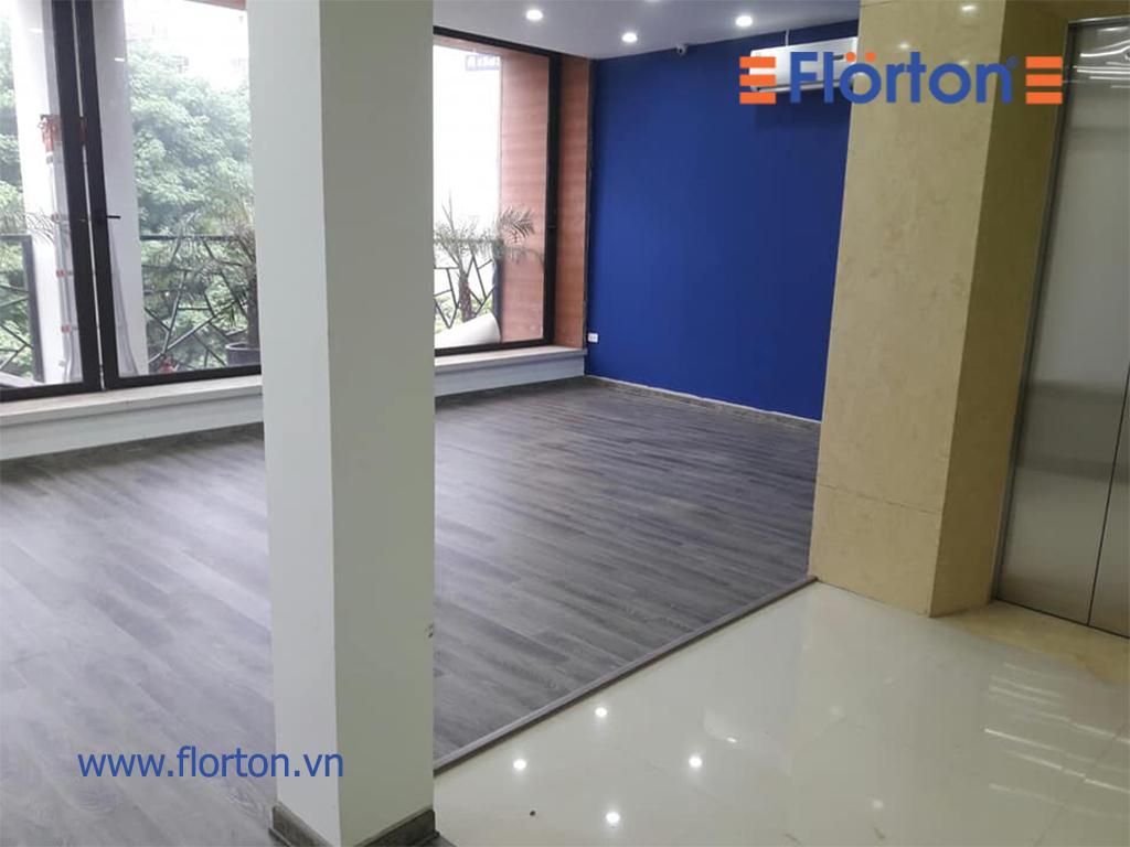 Vẻ đẹp năng động của sàn gỗ Florton FL 669 mang lại cho quán trà sữa.
