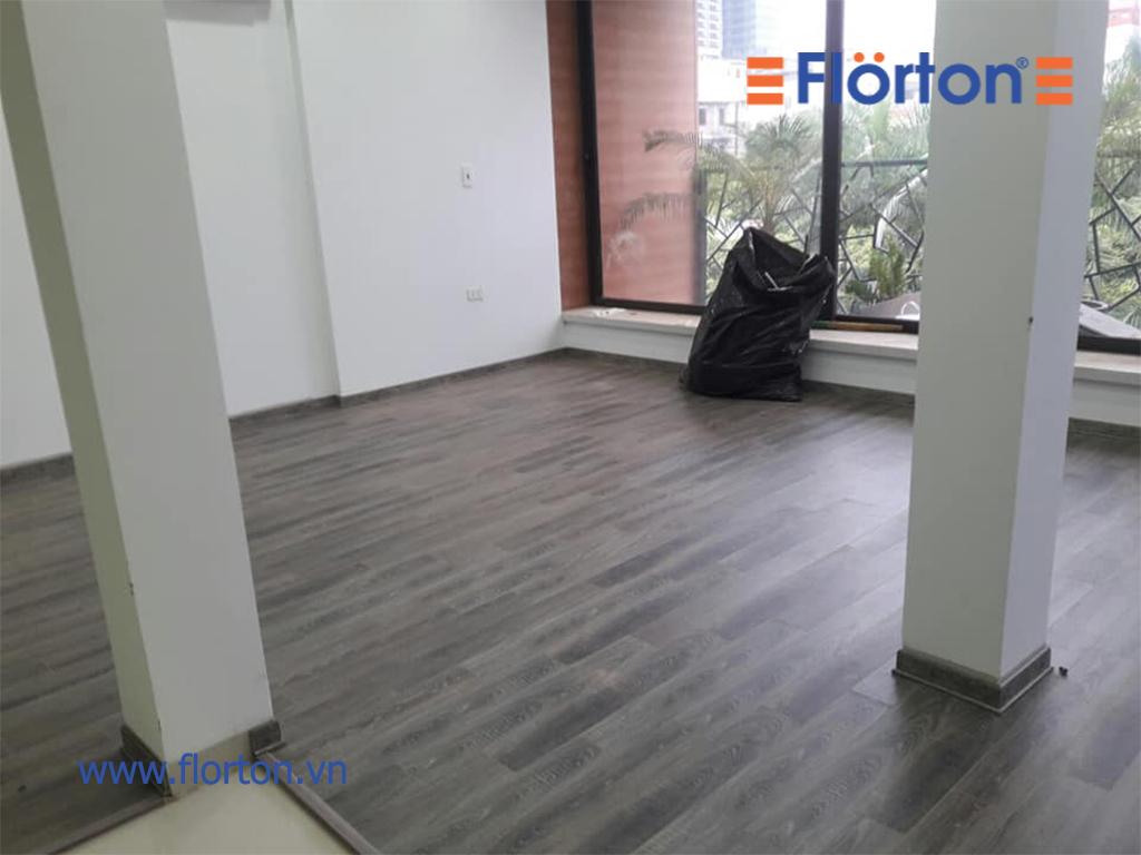 Cận cảnh hình ảnh thi công sàn gỗ FLORTON FL669.