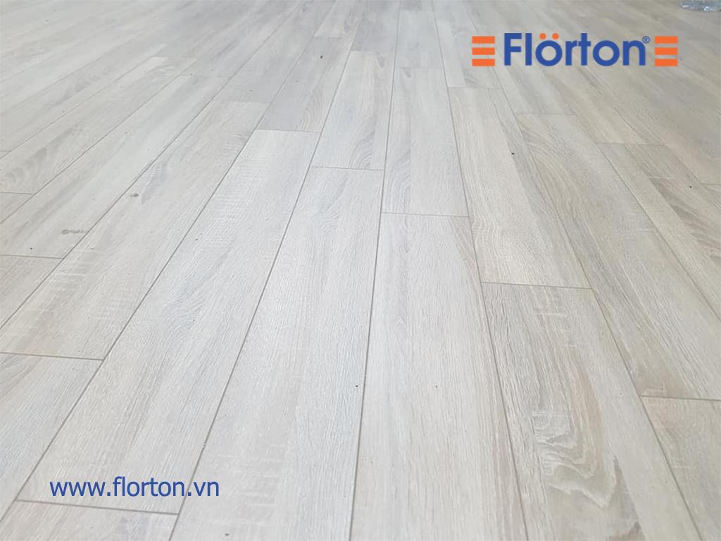 Sàn gỗ Florton FL803 tông màu sáng trắng hiện đại, trẻ trung và cá tính.