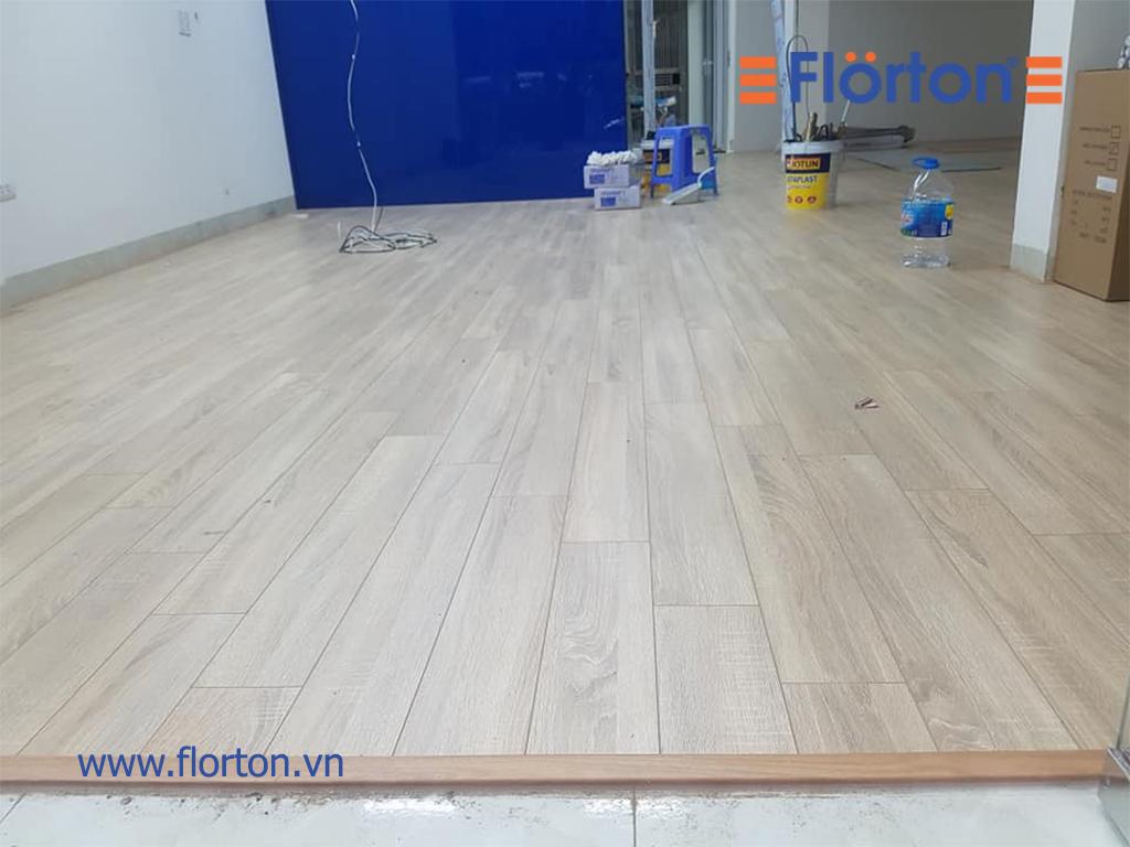 Sàn gỗ Florton FL803 độ dày 8mm đáp ứng nhiều hơn nhu cầu lắp đặt sàn gỗ chung cư, sàn gỗ phòng khách, sàn gỗ phòng ngủ và phòng bếp.