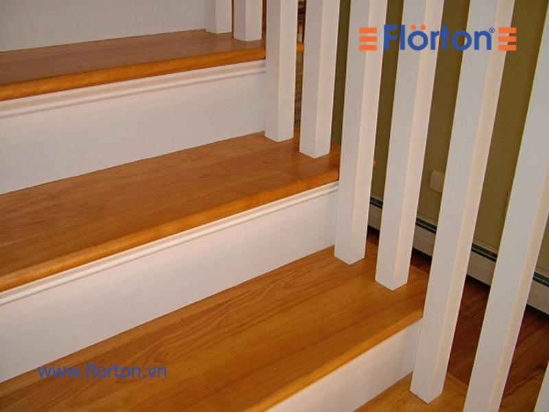 Ốp bậc cầu thang bằng gỗ công nghiệp có tính thẩm mỹ cao