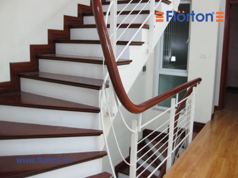ốp bậc cầu thang bằng gỗ công nghiệp đảm bảo an toàn cho người sư dụng
