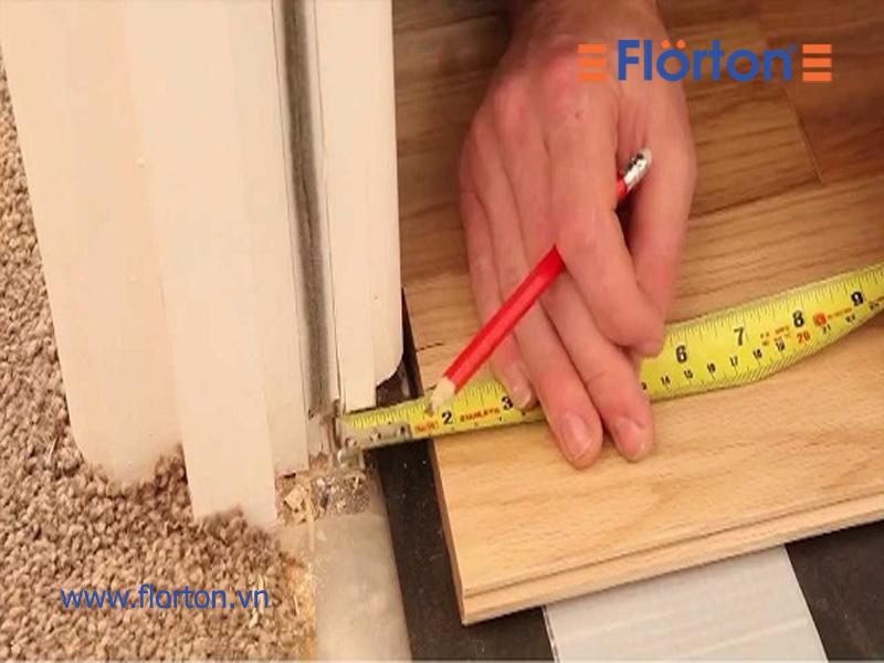 Dùng thước dlắp đặt sàn gỗ khoa học sẽ đảm bảo độ bền cho công trìnhây đo diện tích cần lắp đặt