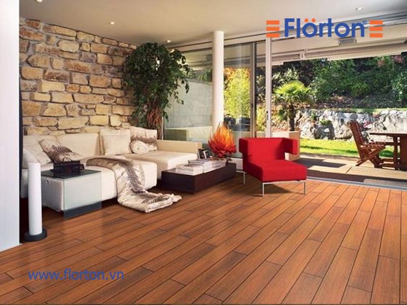 Sàn gỗ có bề mặt vân sần có khả năng chống trầy xước tốt hơn sàn gỗ vân bóng