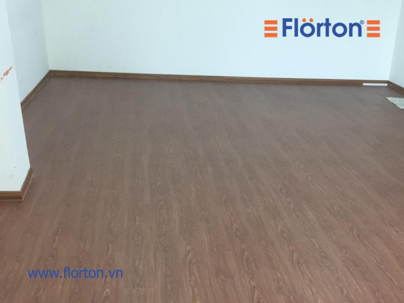 Sàn nhựa hèm khóa FL803 với đường vân gỗ đẹp mặt